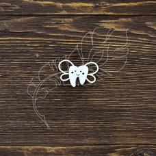 Чипборд. Зубик с крылышками, размер 3 × 2,2 см.