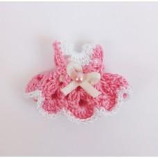 Вязаное платье для девочки. Размер 3,5 см. Цвет белый и розовый.