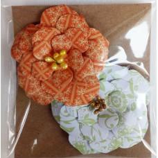 Набор бумажных цветочков 6х6см, (2 шт. в наборе). Цвет оранжевый и бело-зеленый.