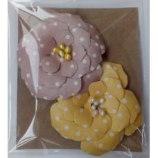 Набор бумажных цветочков 6х6см, (2 шт. в наборе). Цвет желтый и бежевый.