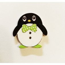"""Пуговица с двумя отверстиями декоративная дерево """"Пингвин с зелёной бабочкой"""""""