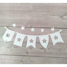 """Вырубка """"Детская подвеска флажки со звездами"""" 10 * 3 см. Цвет белый"""